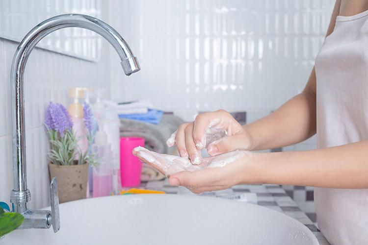 Sữa rửa mặt là tên gọi chung cho các sản phẩm làm sạch dùng cho da mặt