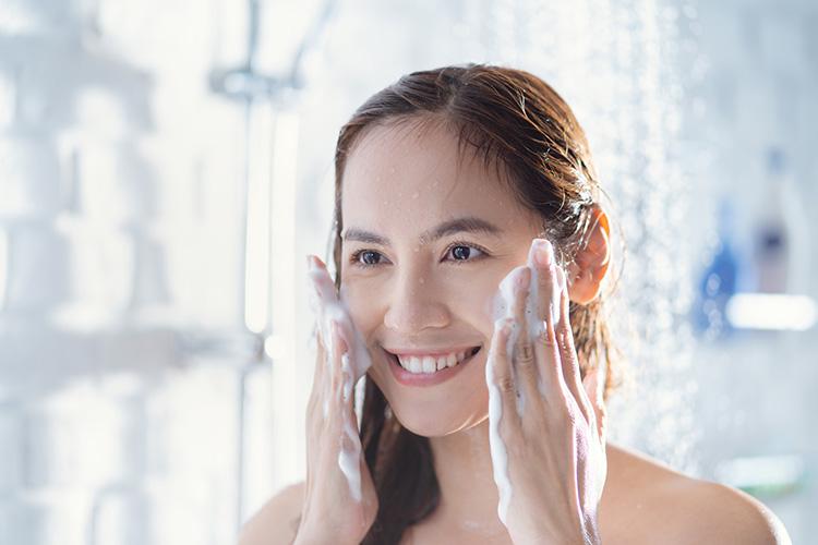 Rửa mặt đúng cách giúp bạn chăm sóc da tốt hơn