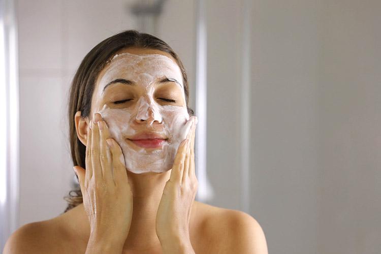 Sữa rửa mặt giúp làm sạch da mặt