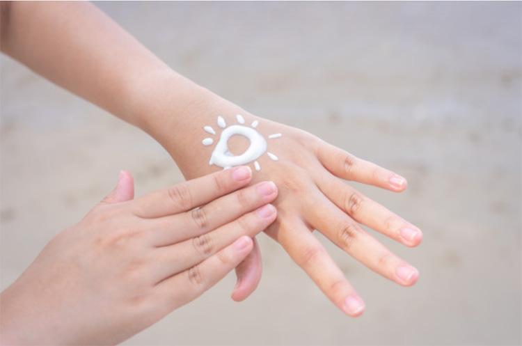 Ánh sáng mặt trời chứa rất nhiều tia tử ngoại có hại cho da